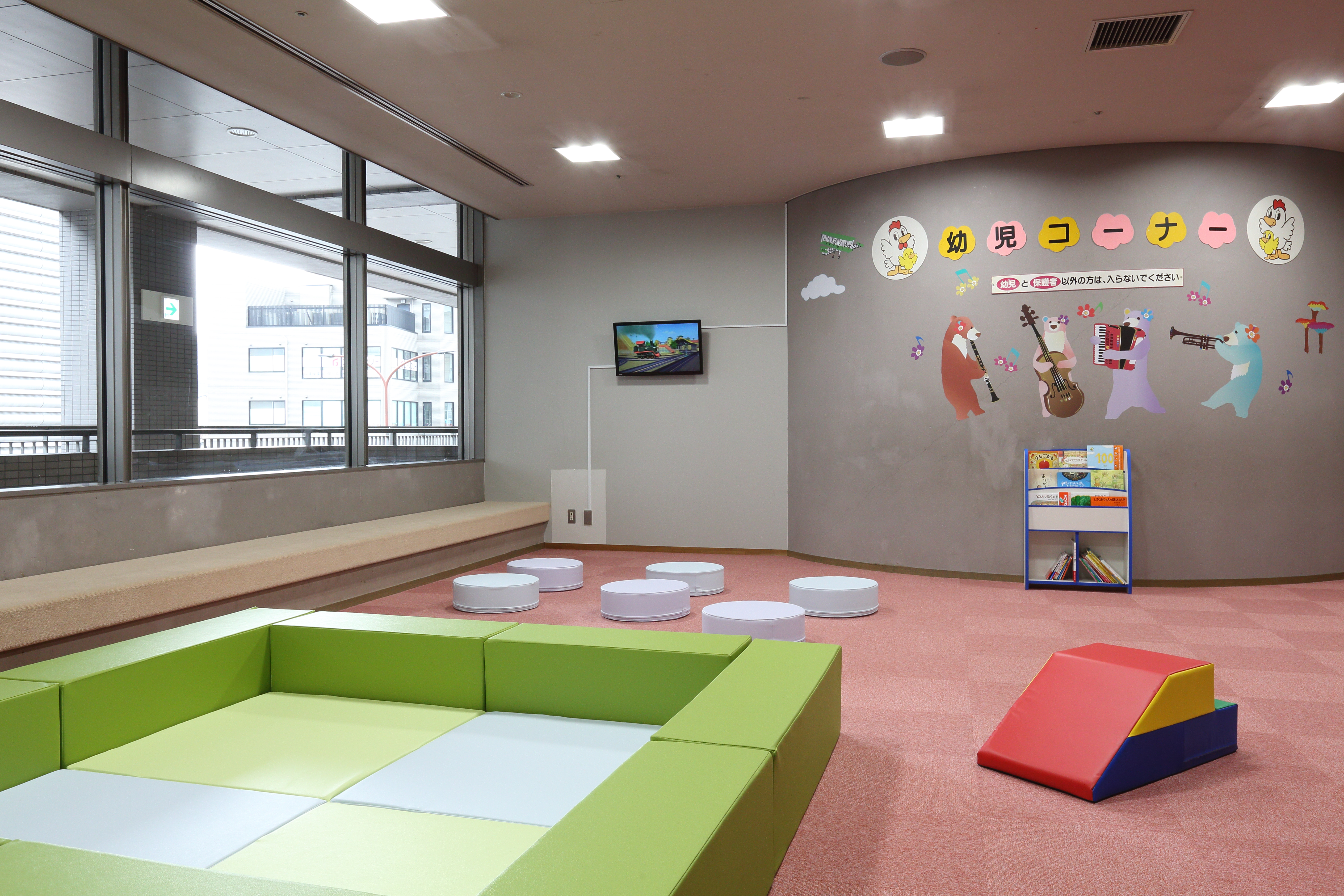 kids corner_016.JPG